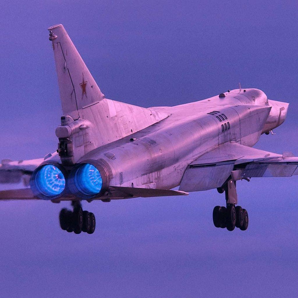Экипажи самолетов Ту-22М3 запустили учебные ракеты по полигону