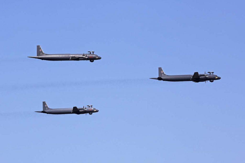 В небе над Петербургом пропорхали 48 военных самолетов и вертолетов