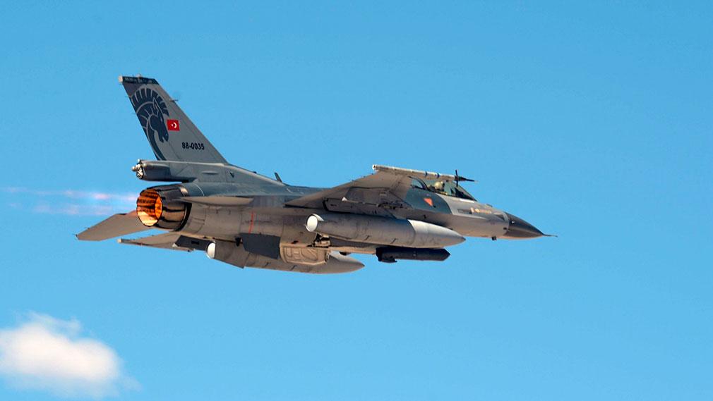 Снабжённый ракетами турецкий F-16 захватил российский военный самолёт